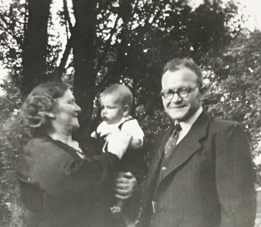 1942 Opa en Oma Hofmans met Loe III-A